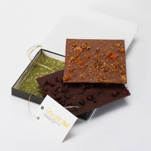 trois fines tablettes gourmandes de chocolat