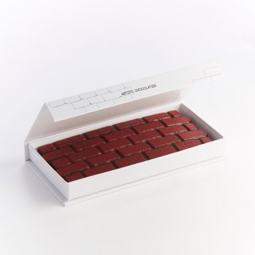 Tablette au chocolat noir fourrée praliné