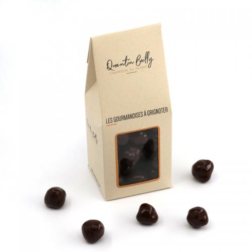 Noisettes enrobées de chocolat noir
